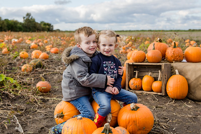 Charlie & Luna - Pumpkin Mini 2019