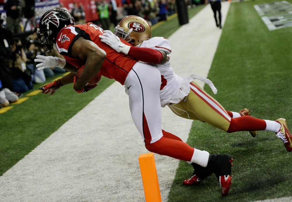 Description of . Atlanta Falcons\' Julio Jones catches touchdown pass in front of San Francisco 49ers\' Tarell Brown during the first half of the NFL football NFC Championship game Sunday, Jan. 20, 2013, in Atlanta. (AP Photo/John Bazemore)