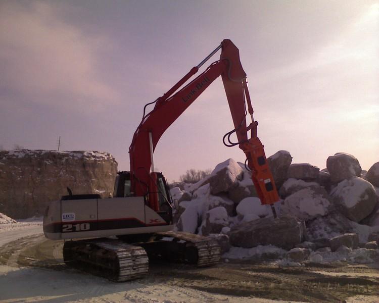 NPK GH10 hydraulic hammer on Link-Belt excavator (1).jpg