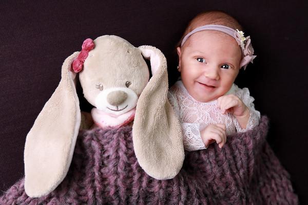 Newborn Alma Maria