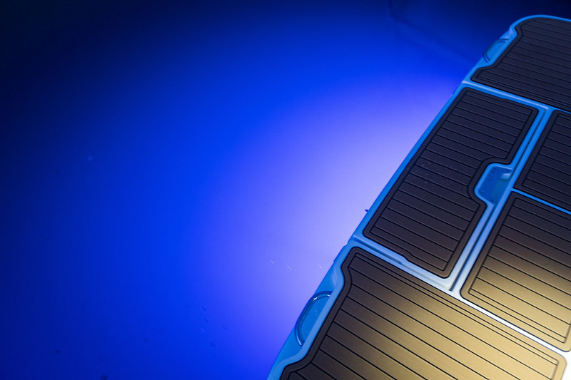 2020-SLX-Europe-Blue-Underwater-Lights-1.jpg