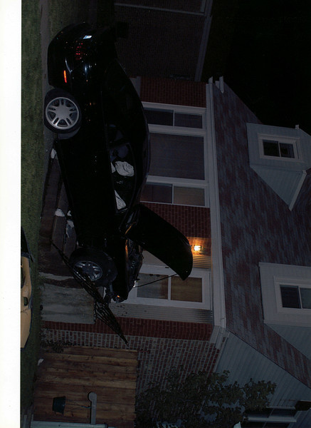 car in house001.jpg