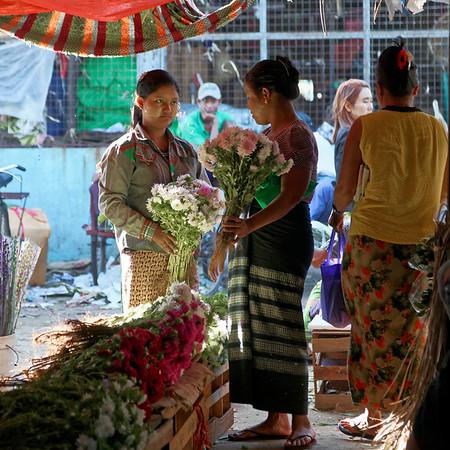 Au marché de Yangon