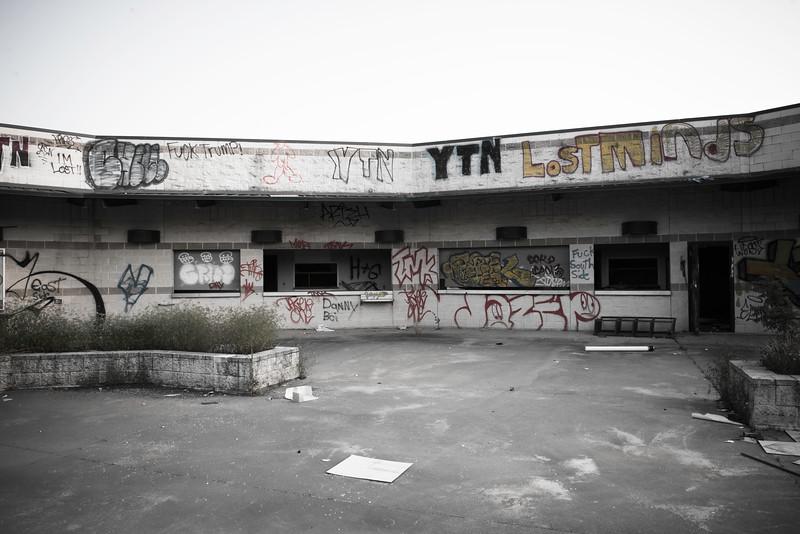 2019-05-27 Abandoned LaGrave Field 004.jpg
