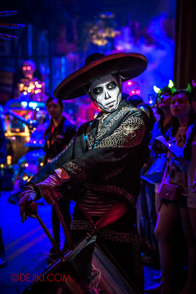 Halloween Horror Nights 6 - March of the Dead / Death March - The Band, drummer tilt V