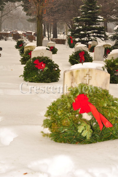 12-17-16 NEWS Military Wreaths at Riverside Cemetery