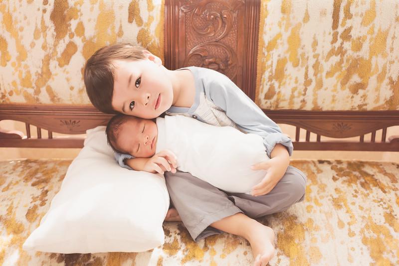 siblings-newborn-photographer_4520 Fix-2.jpg
