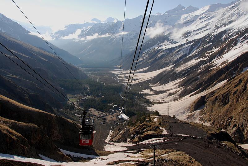 080502 1658 Russia - Mount Elbruce - Day 2 Trip to 15000 feet _E _I ~E ~L.JPG