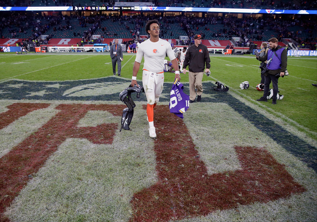 . Cleveland Browns quarterback DeShone Kizer (7) leaves the field after an NFL football game against Minnesota Vikings at Twickenham Stadium in London, Sunday Oct. 29, 2017. Minnesota Vikings won the match 33-16. (AP Photo/Tim Ireland)