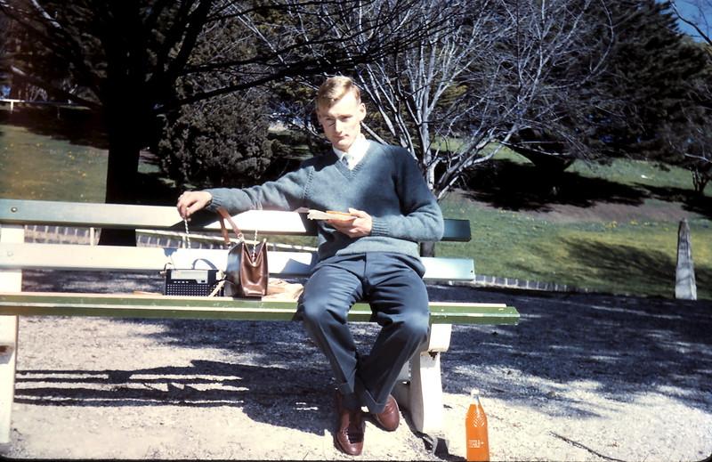 1961-8-20 (3) Graham @ Geelong.JPG