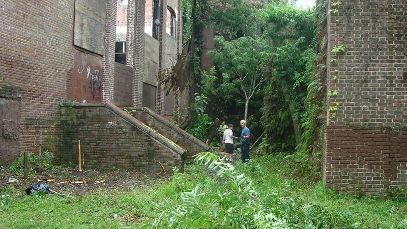 Annie Lytle 2012 Cleanup Effort and Volunteers 005.jpg