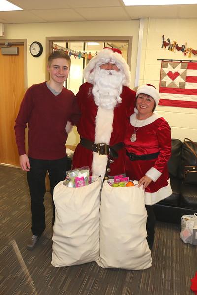 Santa & His Helpers Visit Lincoln!