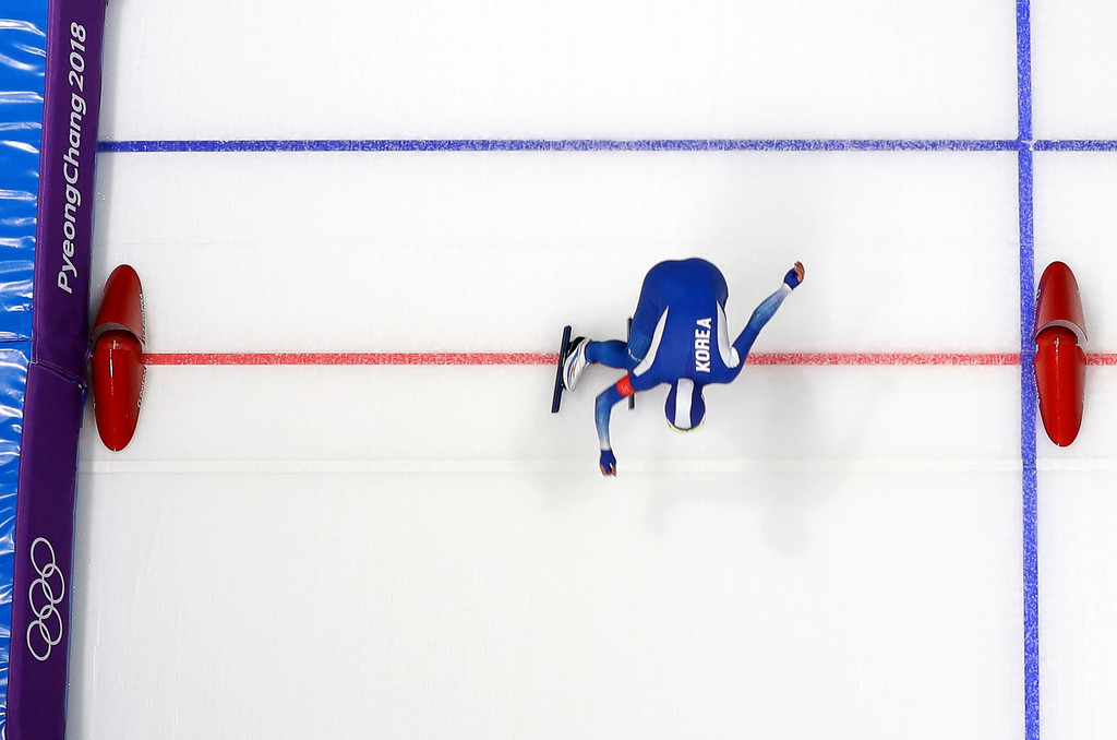 . Silver medalist Lee Sang-hwa of South Korea competes during the women\'s 500 meters speedskating race at the Gangneung Oval at the 2018 Winter Olympics in Gangneung, South Korea, Sunday, Feb. 18, 2018. (AP Photo/Eugene Hoshiko)