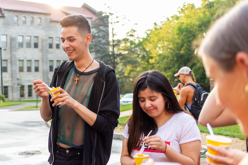 20190822_International Student Move in_Margo Reed Photo-23.jpg