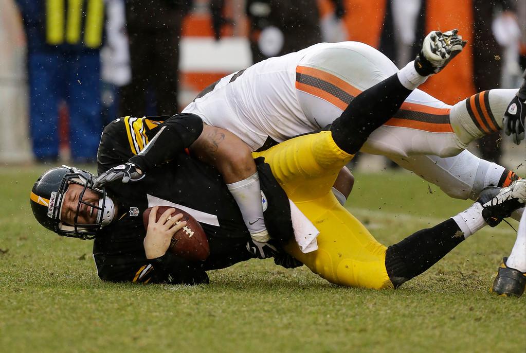 . Cleveland Browns defensive end Billy Winn, top, sacks Pittsburgh Steelers quarterback Ben Roethlisberger (7) in the first quarter of an NFL football game in Pittsburgh, Sunday, Dec. 29, 2013. (AP Photo/Gene J. Puskar)