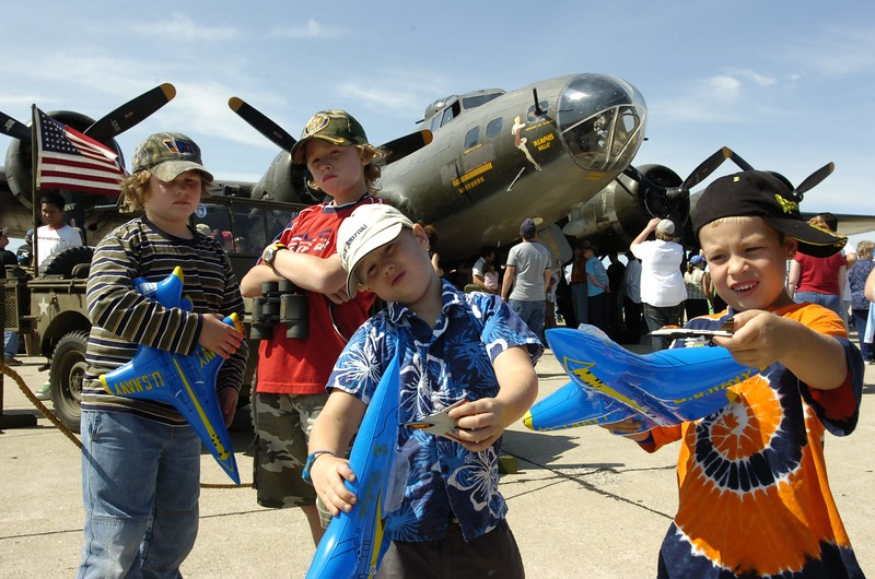 9/10 amd 11 /05 Russ Dillingham/Sun Journal The last State of Maine Air Show at Brunswick Naval Air Station BNAS with the Blue Angles