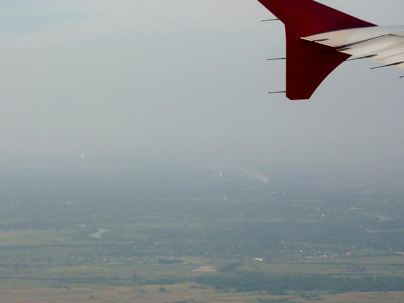 P1270725-shwedagon-pagoda-from-the-air.JPG