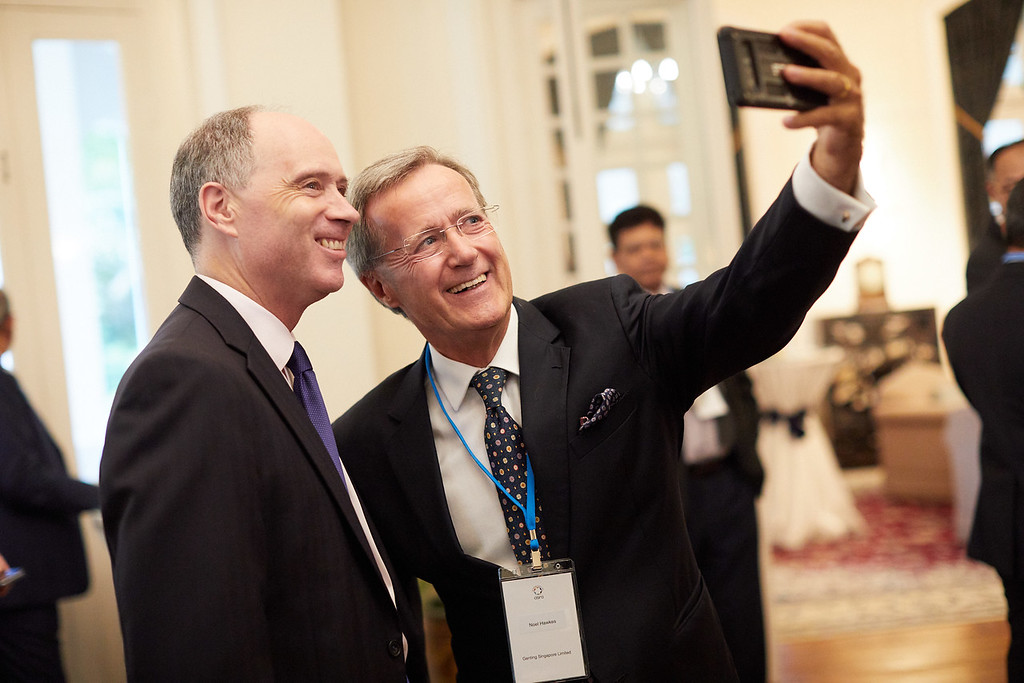 Noel Hawkes having a selfie with British high commissioner Scott Wightman