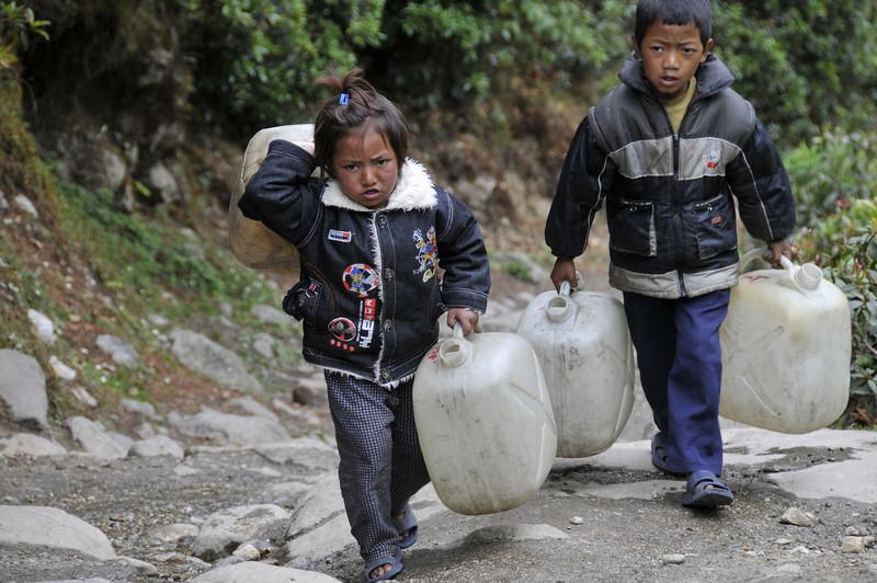 080516 2585 Nepal - Everest Region - 7 days 120 kms trek to 5000 meters _E _I ~R ~L.JPG