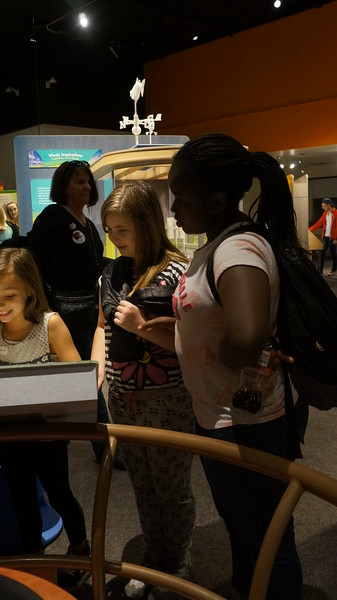 Elementary students visits OMSI