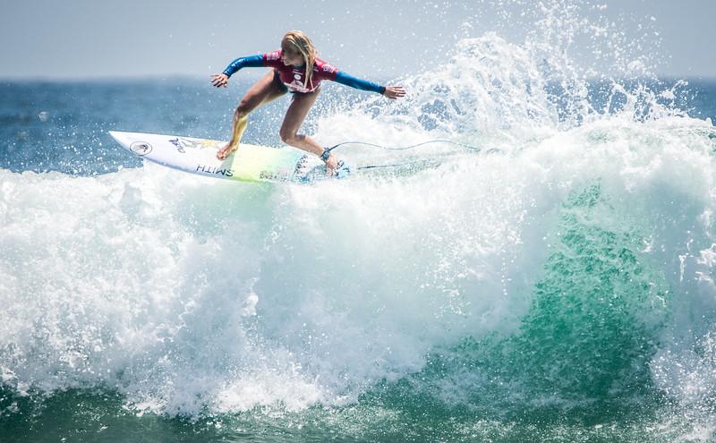 Pro Surfer TatiWest's Amazing Floater Van's US Open Opening Round