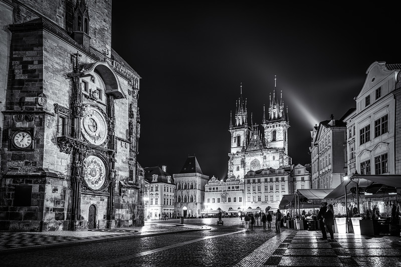 bw-clock-prague.jpg
