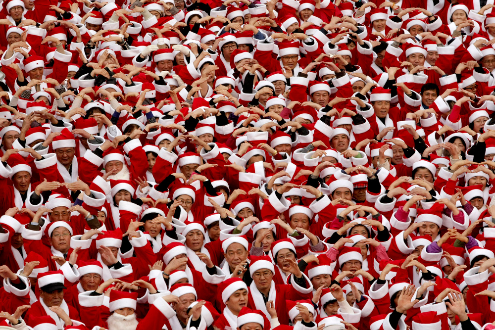 Description of . 1,004 South Korean volunteers wearing Santa Claus costumes pose in a campaign to raise money for a charity donation in Seoul, South Korea, Tuesday, Dec. 1, 2009. Christmas is one of the biggest holidays in South Korea where over half of the population of 48 million are Christians. (AP Photo/Ahn Young-joon)