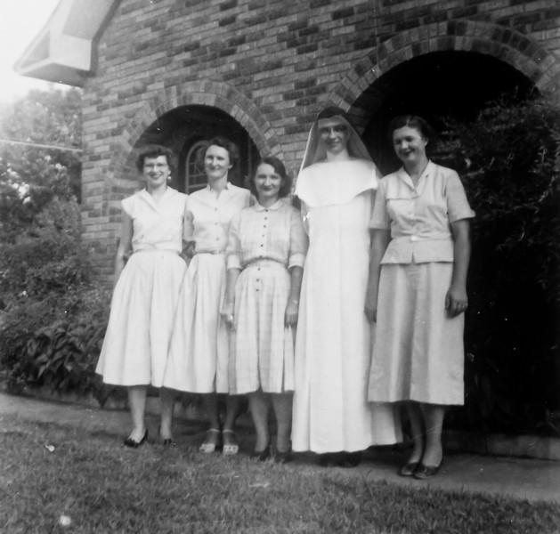 Maria, Frieda, Daria, Clara and Teddy Jacob 1947
