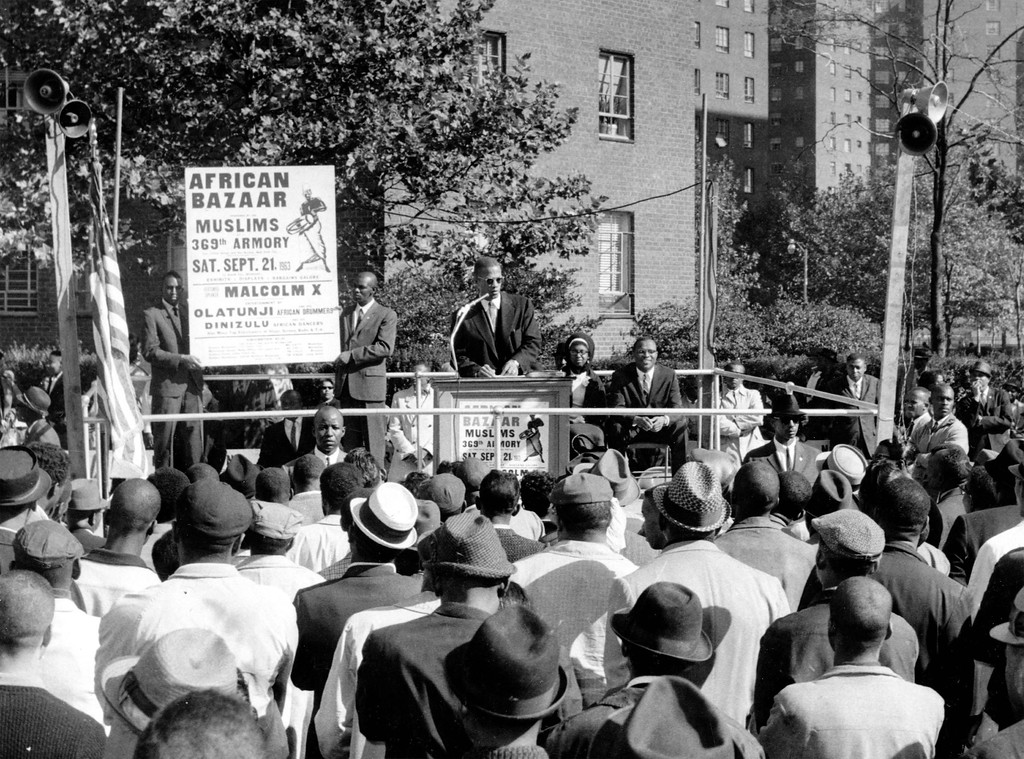 ". Black Muslim leader Malcolm X addresses a crowd of about 1,000 persons at an outdoor rally in upper Manhattan, NY, August 10, 1963.  He charged the government with ""trying to deceive\"" African Americans by giving them token integration.  (AP Photo)"