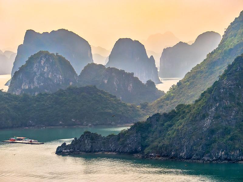 HaLong Bay Vietnam Cruise_P1090373.jpg