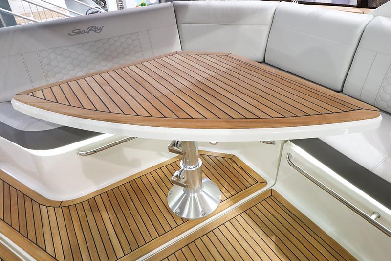 2020-Sundancer-320-Europe-Cockpit-table-1.jpg