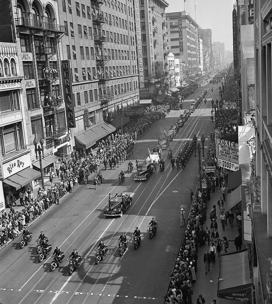1943-ParadeMadameChiangKai-shek.jpg