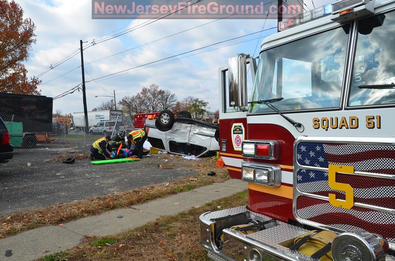 11-11-2011(Camden County) GLOUCESTER CITY Rt. 130-Market St.- M.V.A Rescue