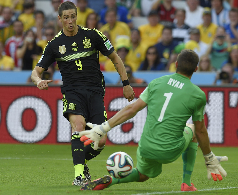 . Spain\'s forward Fernando Torres (L) scores his team\'s second goal during a Group B match between Australia and Spain at the Baixada Arena in Curitiba during the 2014 FIFA World Cup on June 23, 2014.  AFP PHOTO / LLUIS GENE/AFP/Getty Images