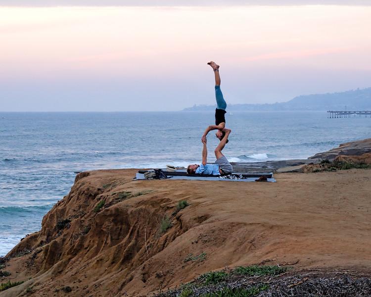 Acrobats, Sunset Cliffs, San Diego, CA (95098-Horiz)