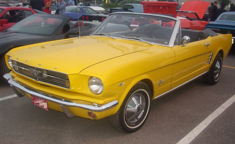 '66_Ford_Mustang_Convertible_(Centropolis_Laval_'10).jpg