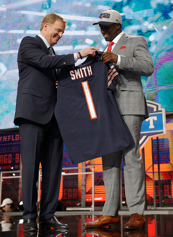 . Commissioner Roger Goodell, left, presents Georgia\'s Roquan Smith with his Chicago Bears jersey during the first round of the NFL football draft, Thursday, April 26, 2018, in Arlington, Texas. (AP Photo/David J. Phillip)