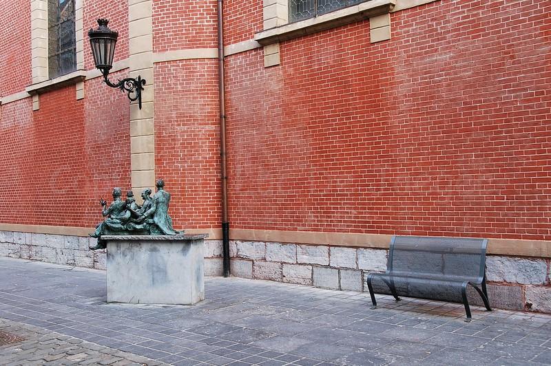 Kaal, lui, lekker en hovaardig (bald, lazy, nice and haughty), a statue representing the Maaseik people ;-)