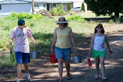 20100704 Strawberry Picking
