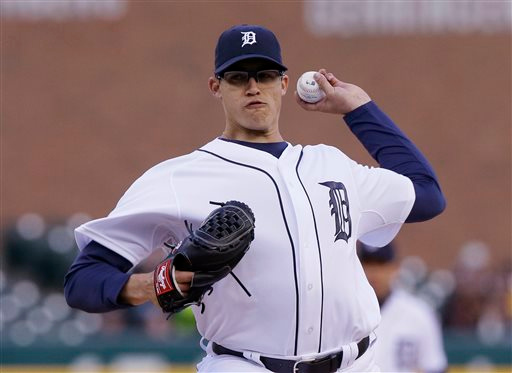. Detroit Tigers starting pitcher Kyle Lobstein throws during the first inning of a baseball game against the New York Yankees, Tuesday, April 21, 2015, in Detroit. (AP Photo/Carlos Osorio)