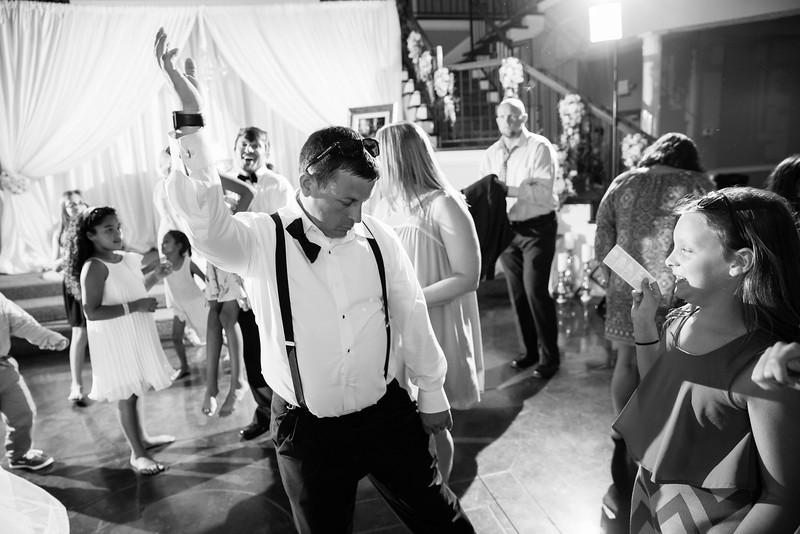 1064_Josh+Lindsey_WeddingBW.jpg