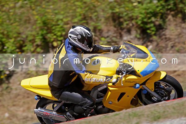 Suzuki - Yellow SV