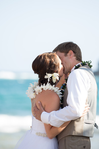 gillin beach kauai wedding-109.jpg