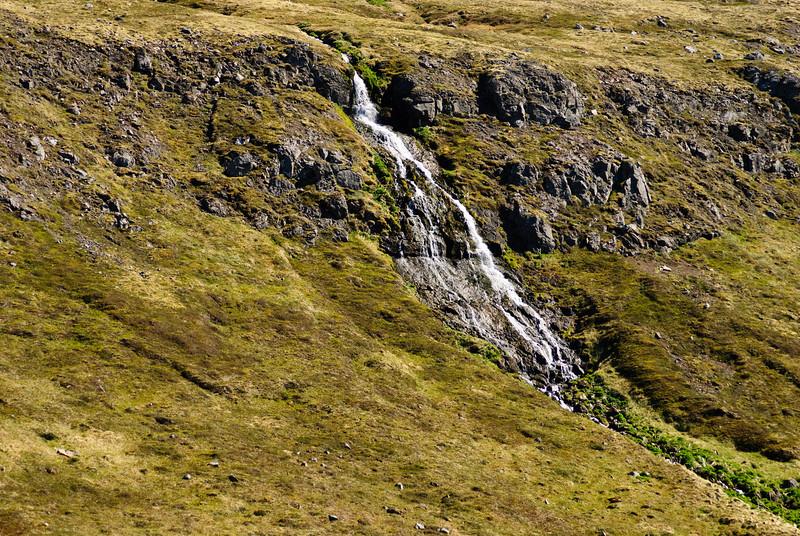 Slæðufoss við Hornbæina í Hornvík