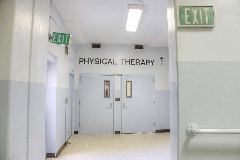 hospital_physical_therapy_entrance_int1.jpg