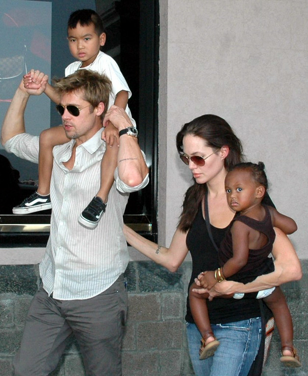 """. 3. (tie) BRAD PITT & ANGELINA JOLIE <p>You know, some people get married BEFORE filling the house with children. (unranked) </p><p><b><a href=\""""http://www.twincities.com/entertainment/ci_26423144/jolie-pitt-wed-chateau-miraval-france\"""" target=\""""_blank\""""> LINK </a></b> </p><p>    (AP Photo)</p>"""