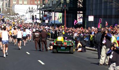 SmuggLr - !        Boston Marathon 2003 !