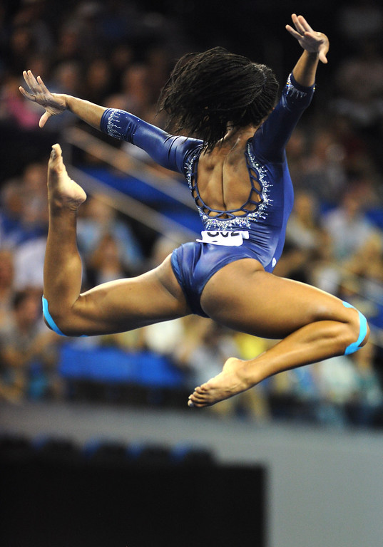 . UCLA\'s Sadiqua Bynum performs a floor exercise at the NCAA Women\'s Gymnastics Championship Team Finals at Pauley Pavilion, Saturday, April 20, 2013. (Michael Owen Baker/Staff Photographer)