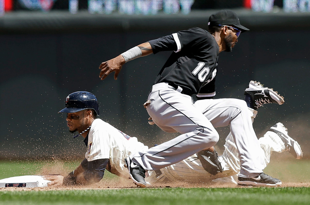 . Minnesota Twins\' Pedro Florimon beats the tag by Chicago White Sox\' Alexei Ramirez to steal second in the sixth inning. (AP Photo/Jim Mone)