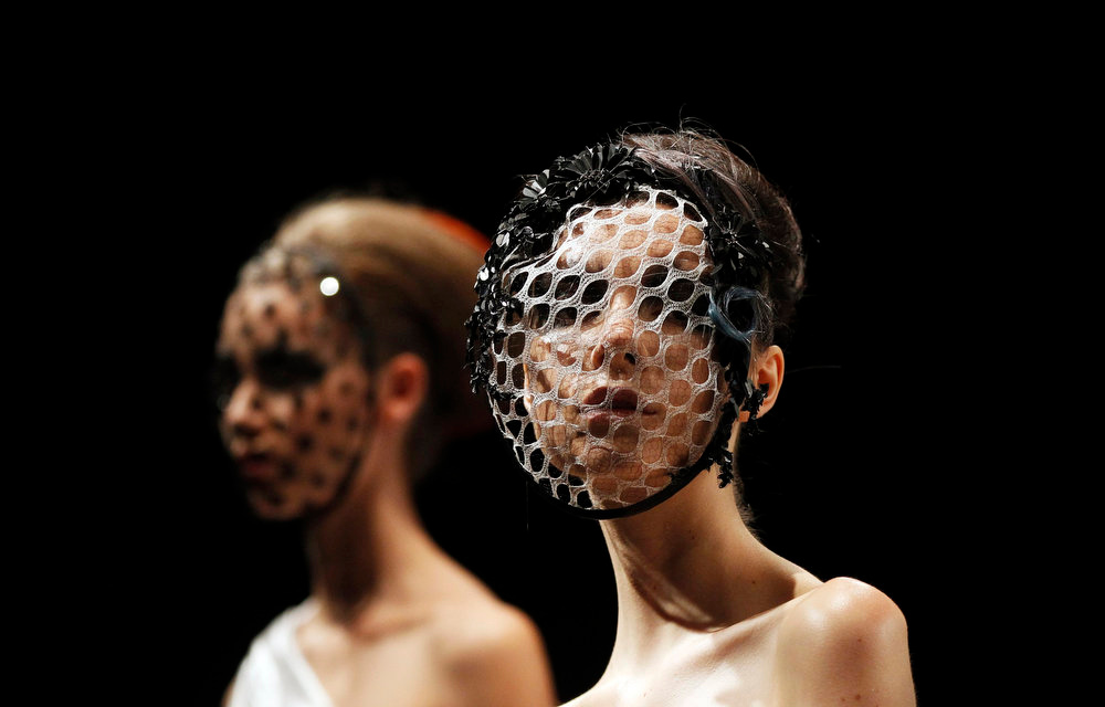 . Models present creations by Aurelio Costarella during Fashion Week Australia in Sydney April 8, 2013. Fashion Week Australia runs until April 12. REUTERS/Daniel Munoz